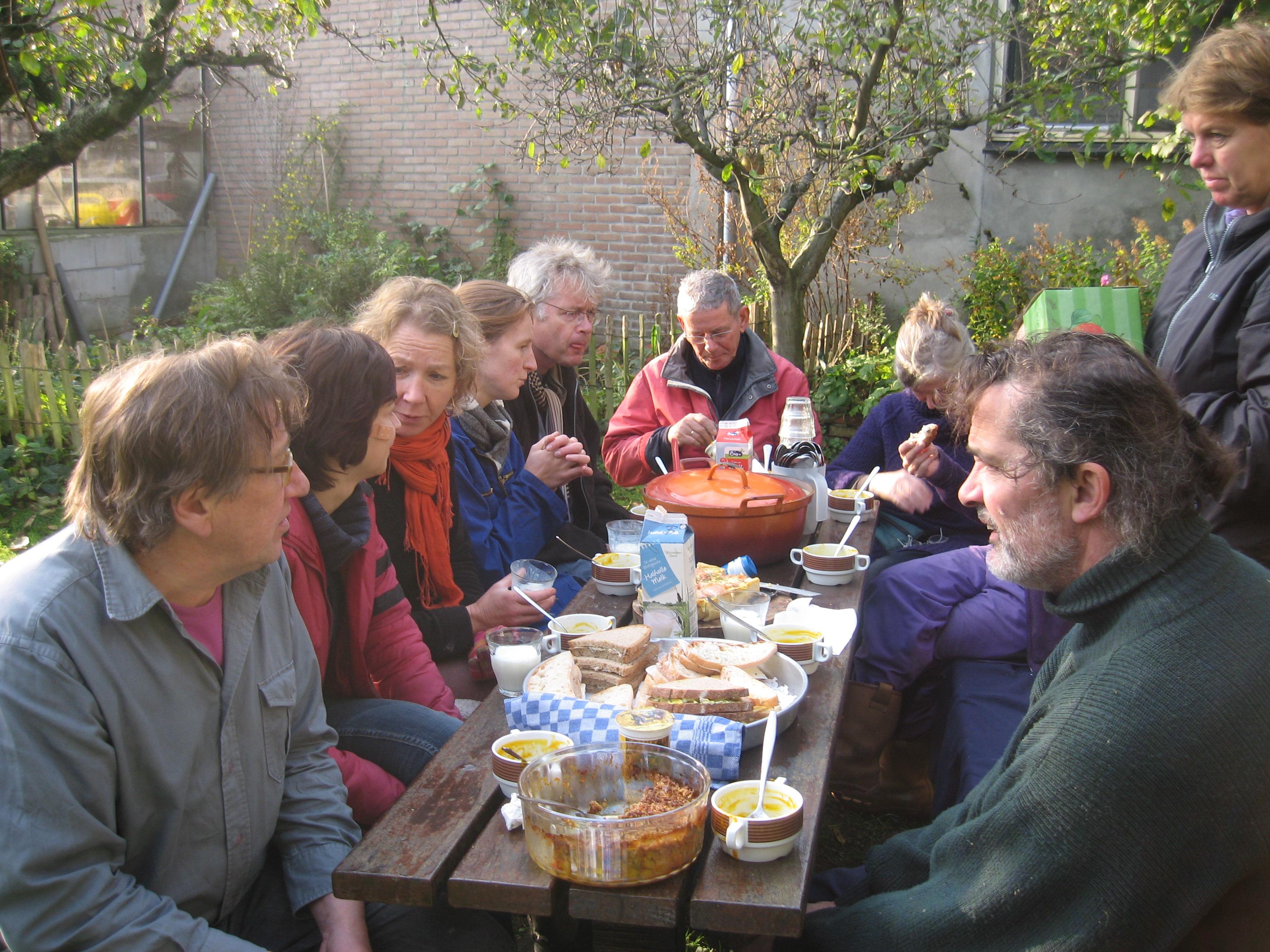 Een pauze bij de picknicktafel